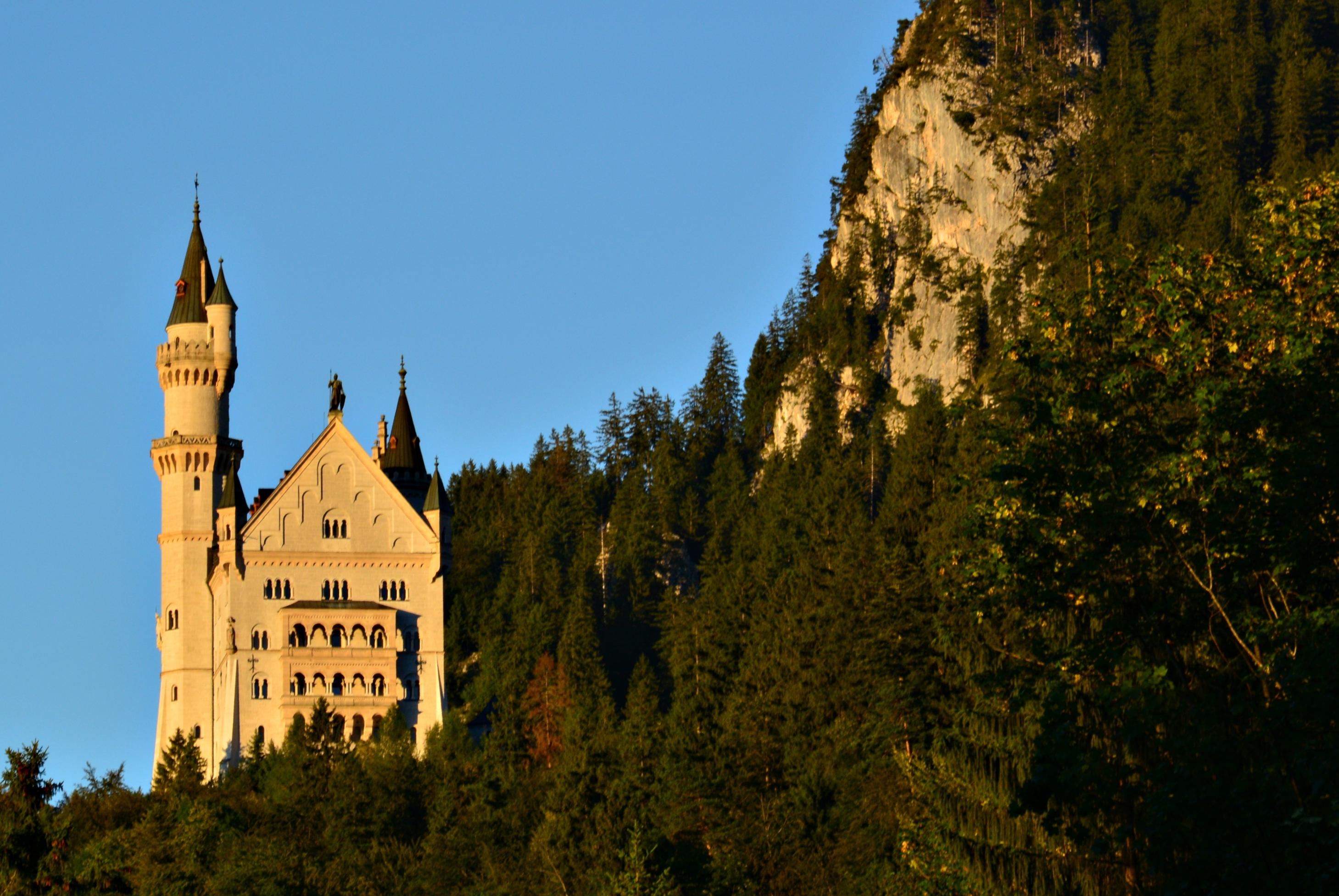 B0101 Schloss Neuschwanstein im Abendlicht.jpg