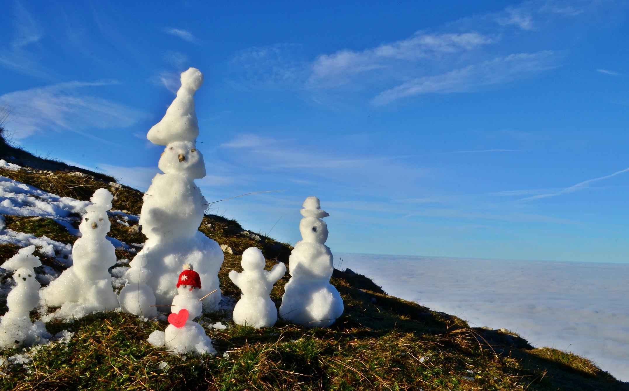 H0039 Schneefamilie im Herbst.jpg