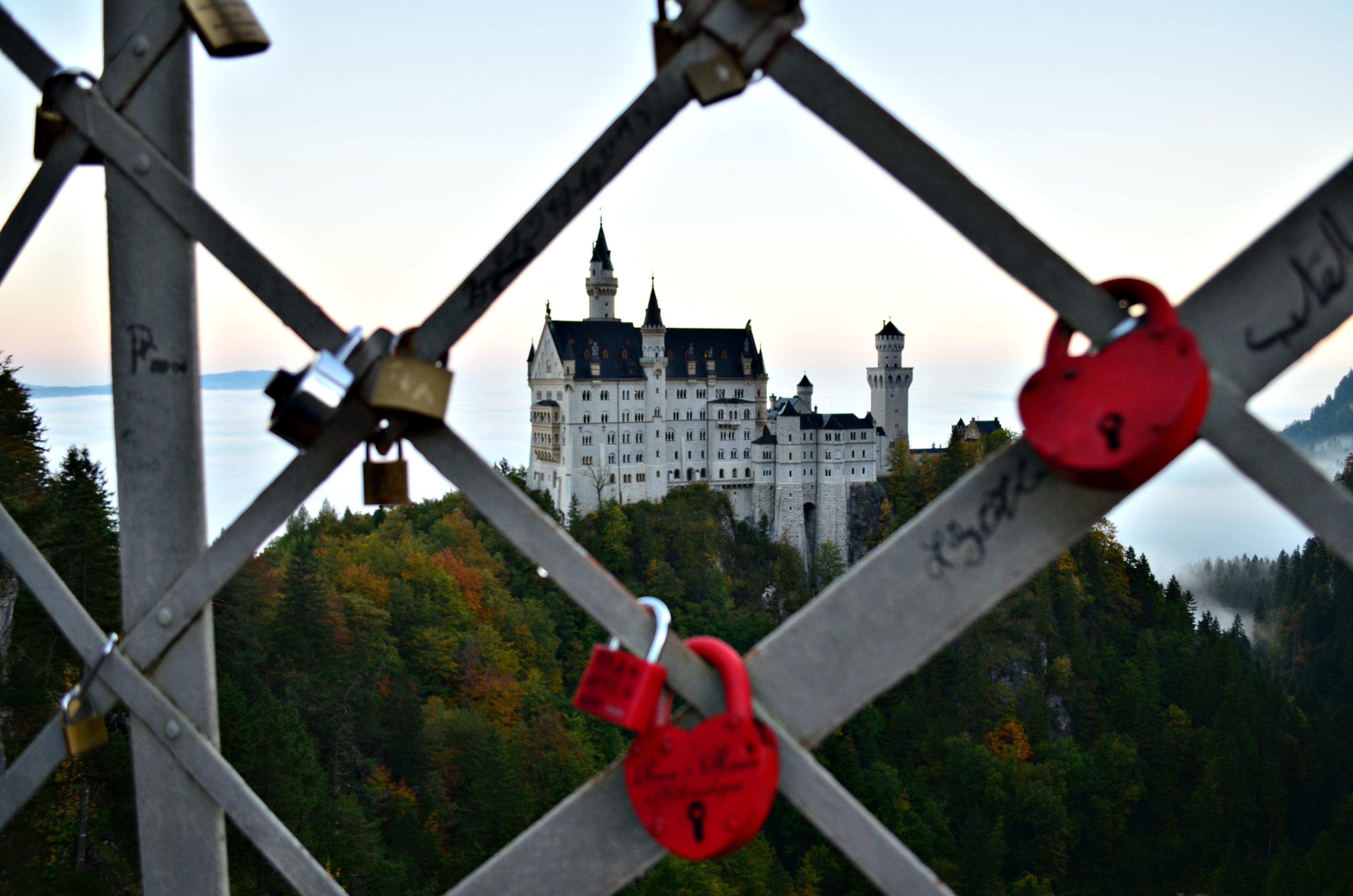 B0094_Schloss_Neuschwanstein_Blick_von_der_Marienbrücke.jpg