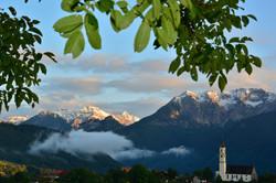 H0183 Nebelwolken an der St.Nikolaus Pfronten.jpg