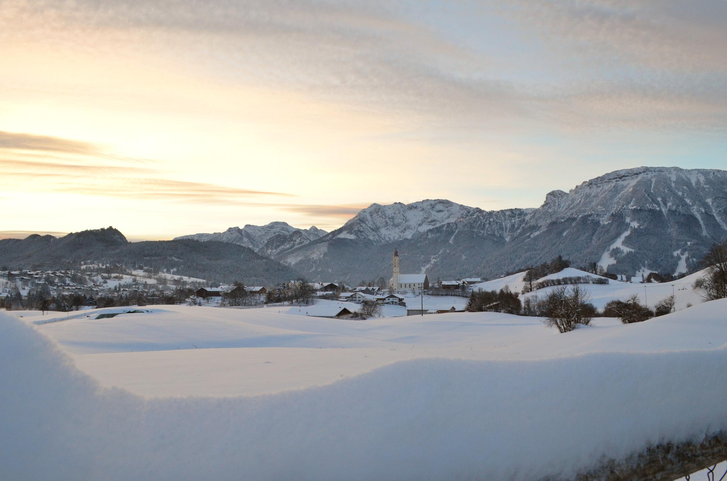 W0065 Winterzauber Blick Pfrontener Kirche.jpg