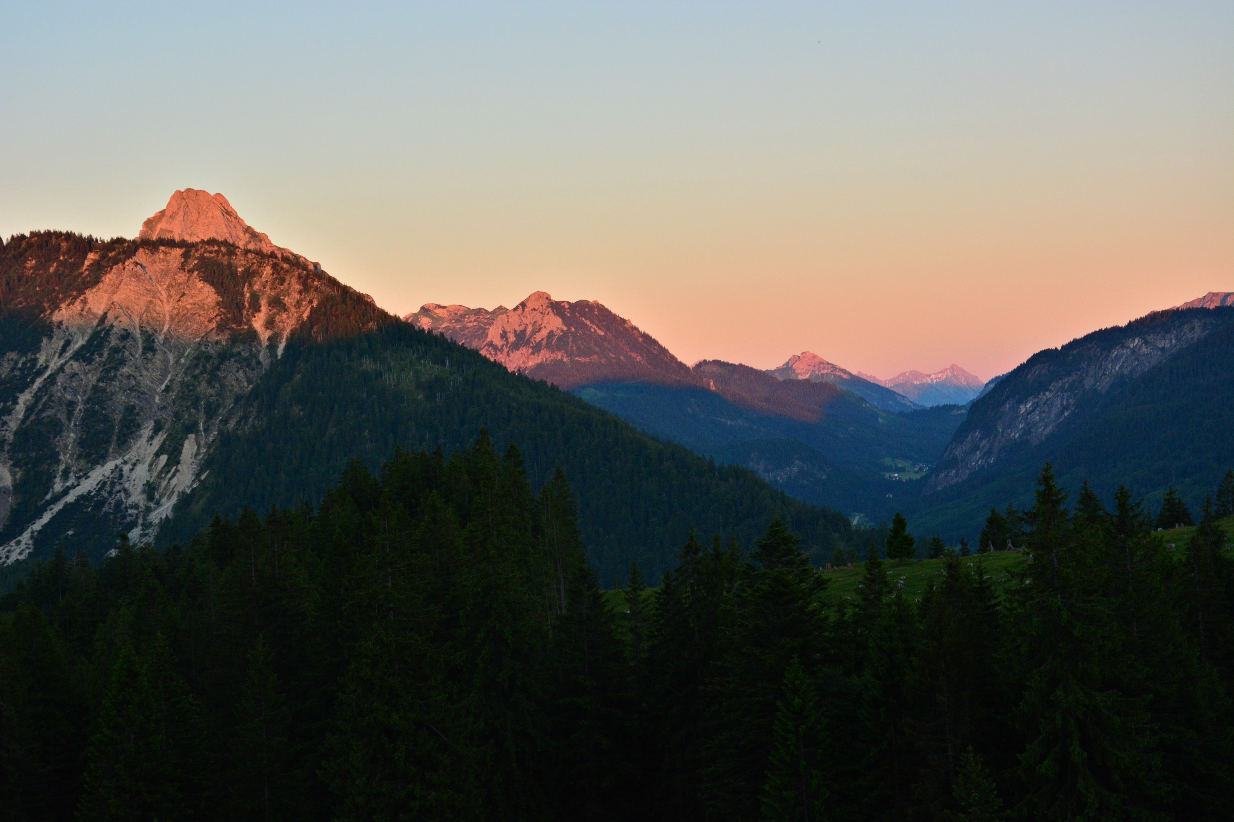 A0153 Abendrot in den Bergen Richtung Tannheimer Tal.jpg