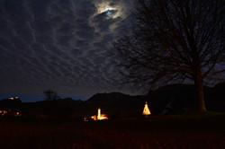 W0231 Christbaum in Pfronten-Weissbach mit Mond.jpg