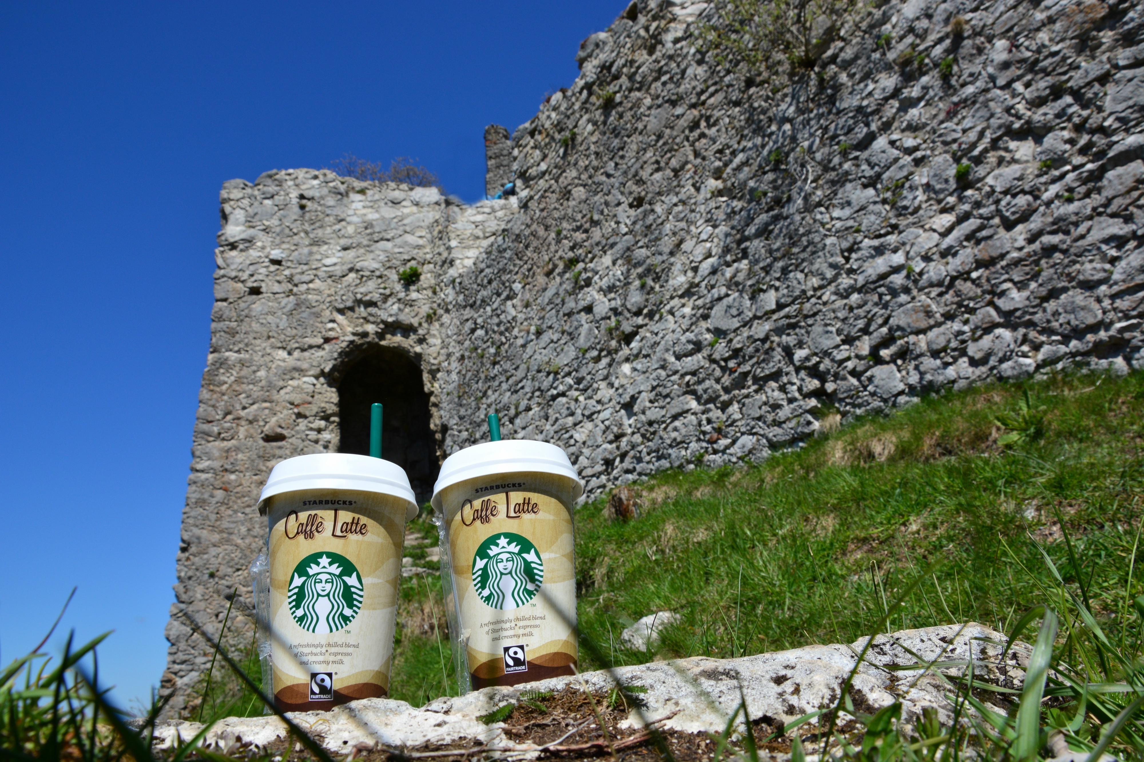 B0092 Kaffee auf der Burgruine Ehrenberg Reutte.jpg