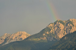 S0039_Regenbogen_über_den_Pfrontner_Bergen.jpg