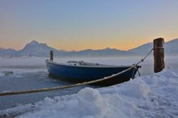 G0336 Boot im Eis auf dem Hopfensee.jpg