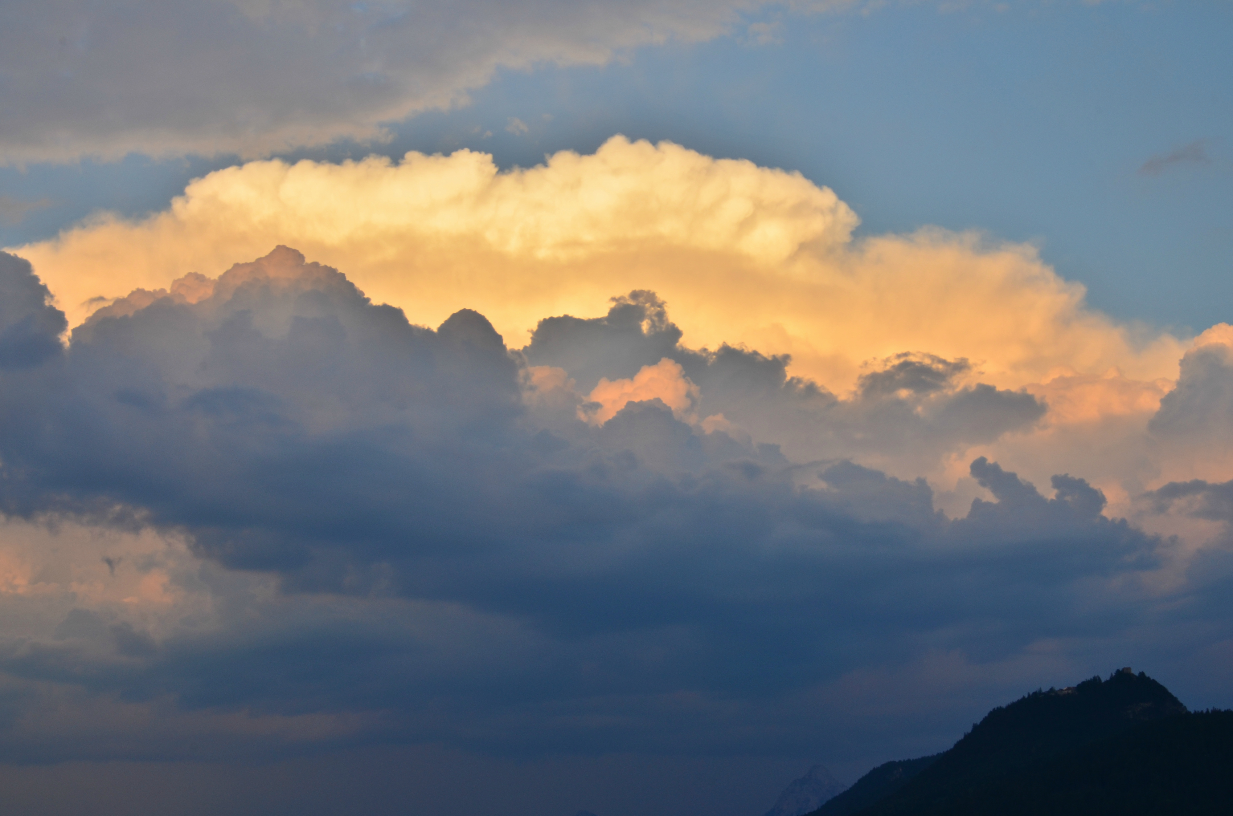 S0053_Wolkenspiel_überm_Falkenstein_Pfronten.jpg