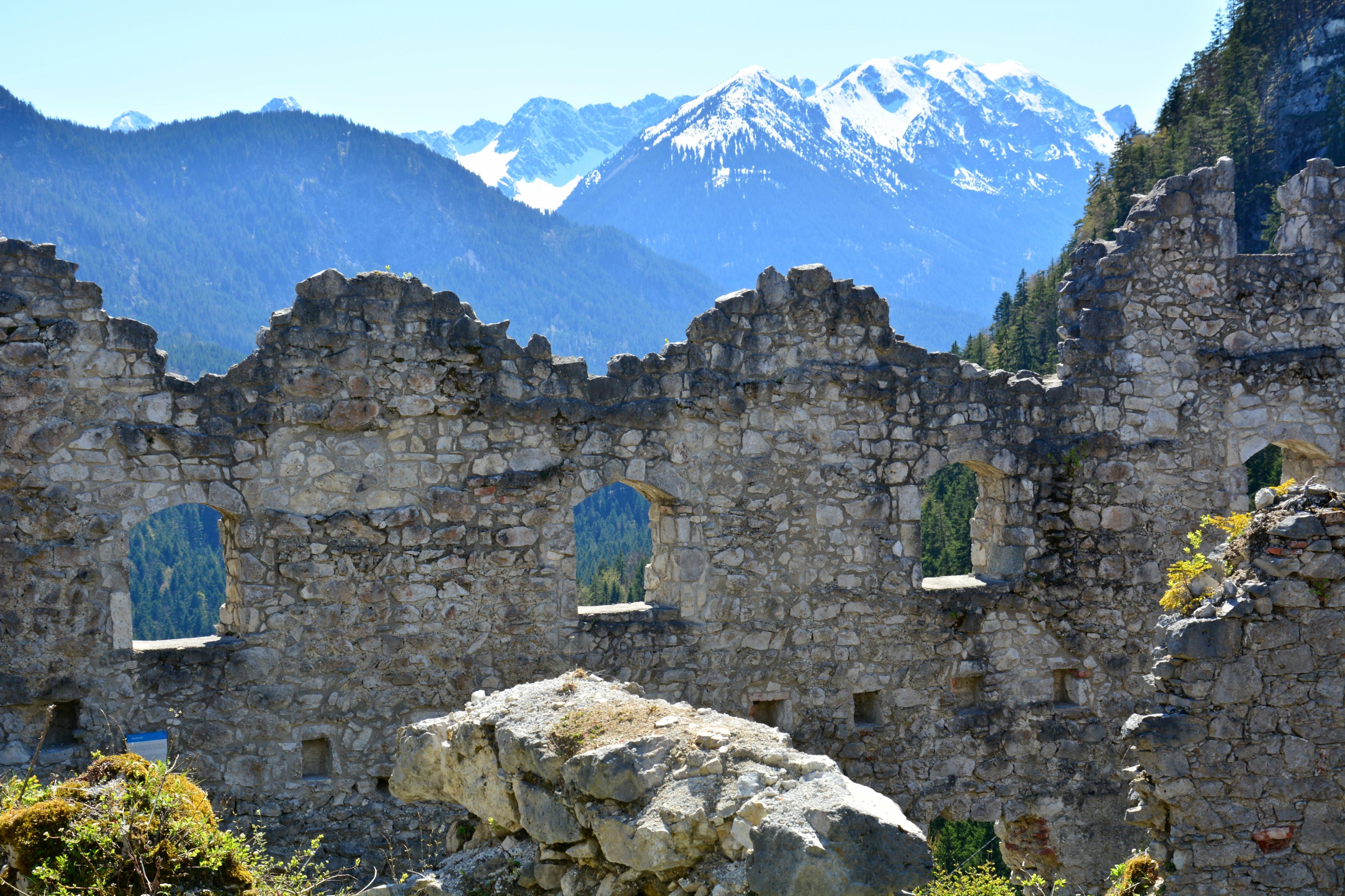 B0093 Ruinen Burg Ehrenberg Reutte.jpg