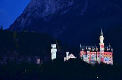 B0057 Schloss Neuschwanstein G7 Gipfelfarben viele Flaggen2.jpg