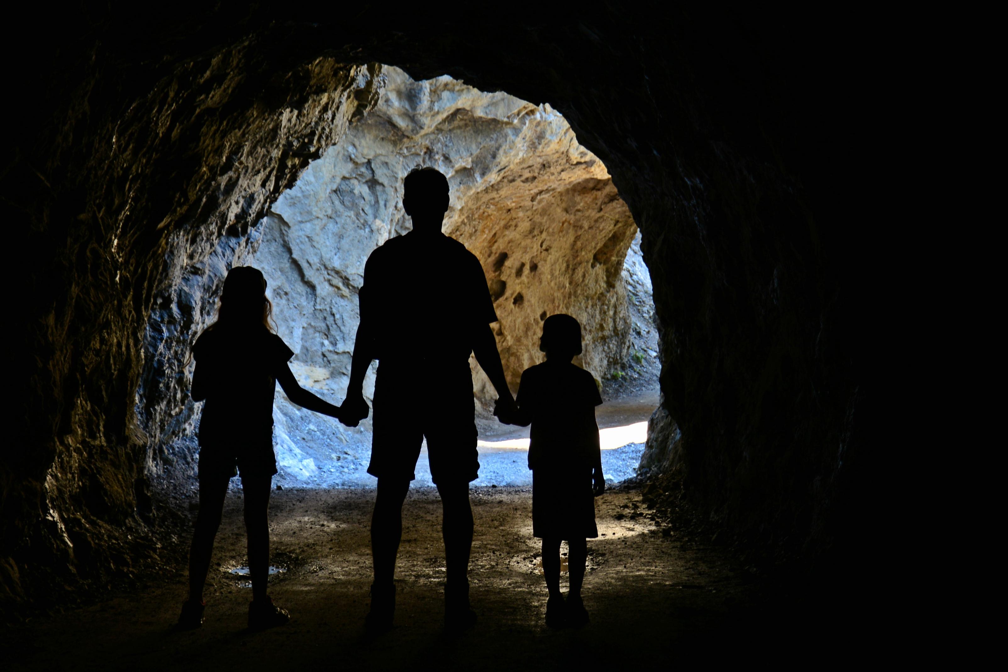 A0181 Sulzlalm Tunnel Schattenspiel.jpg