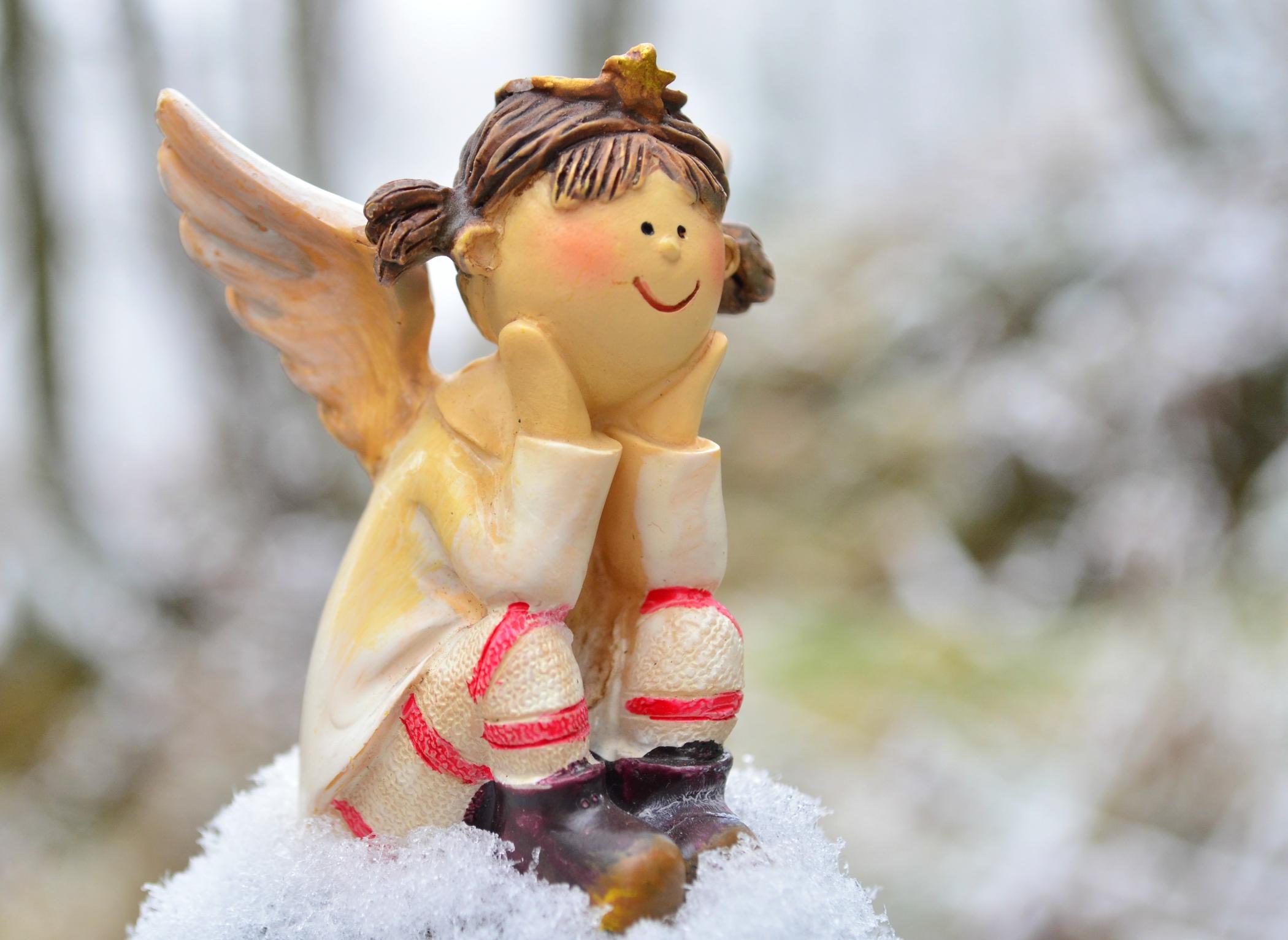 O0016 Engel mit Schnee
