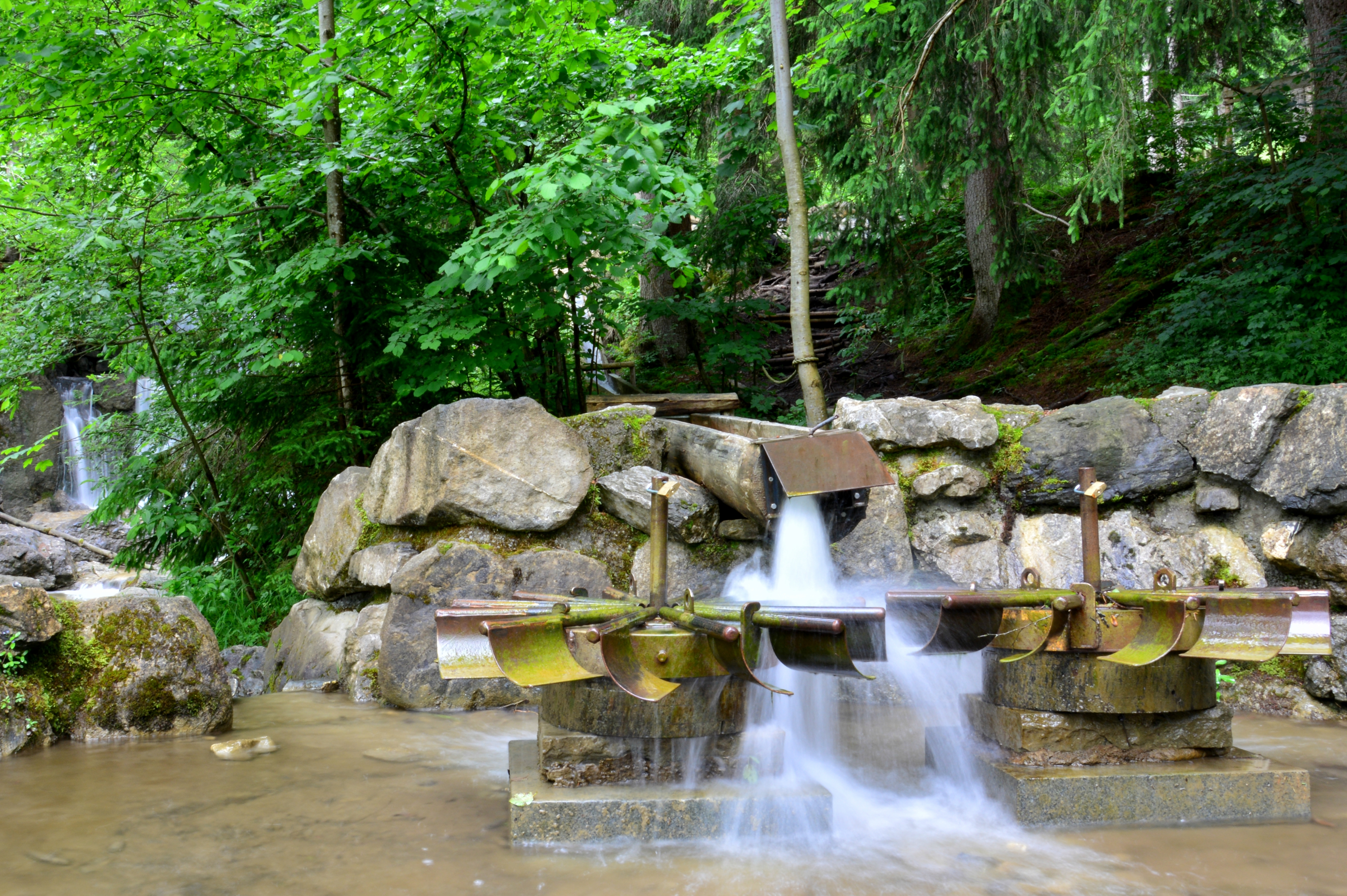 G0283 Wasserbrunnen am Waldseilgarten Kappel.jpg