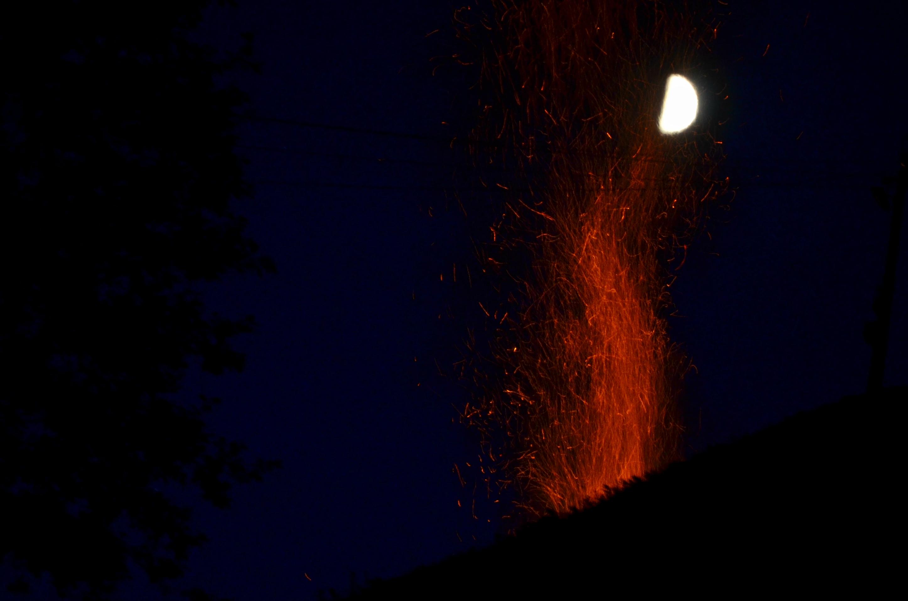 O0053 Johannisfeuer Mond.jpg