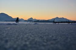 G0334 Spaziergang auf dem gefrorenen Hopfensee.jpg
