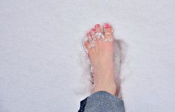 W0210_Barfuß_im_Schnee.jpg