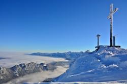W0301_Winterpanorama_am_Ostlerhütte_Gipfelkreuz.jpg