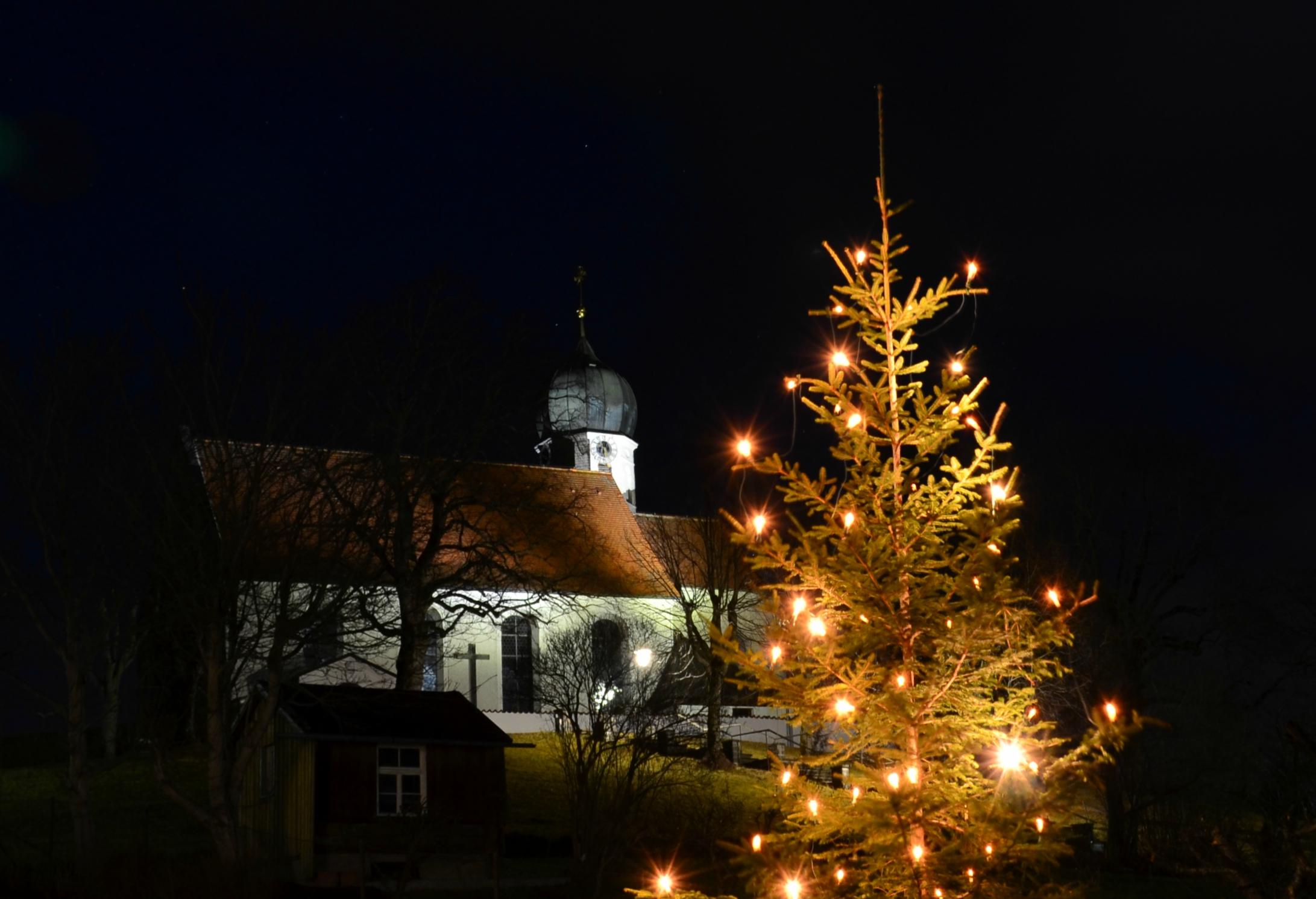 W0155_Christbaum_Kirche_Rückholz.jpg