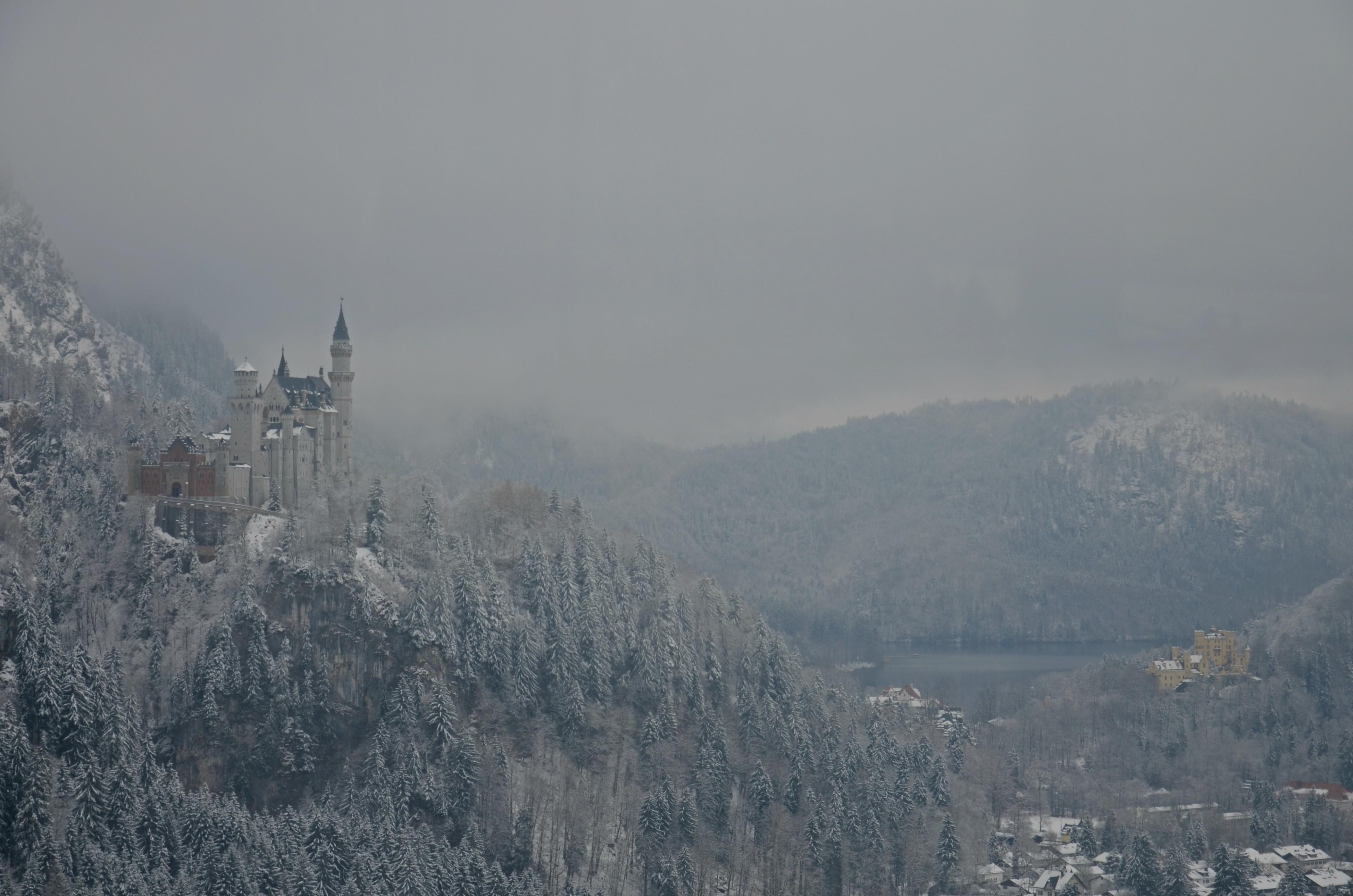 B0087 Schloss Neuschwanstein und Hohenschwangau im Wintermantel