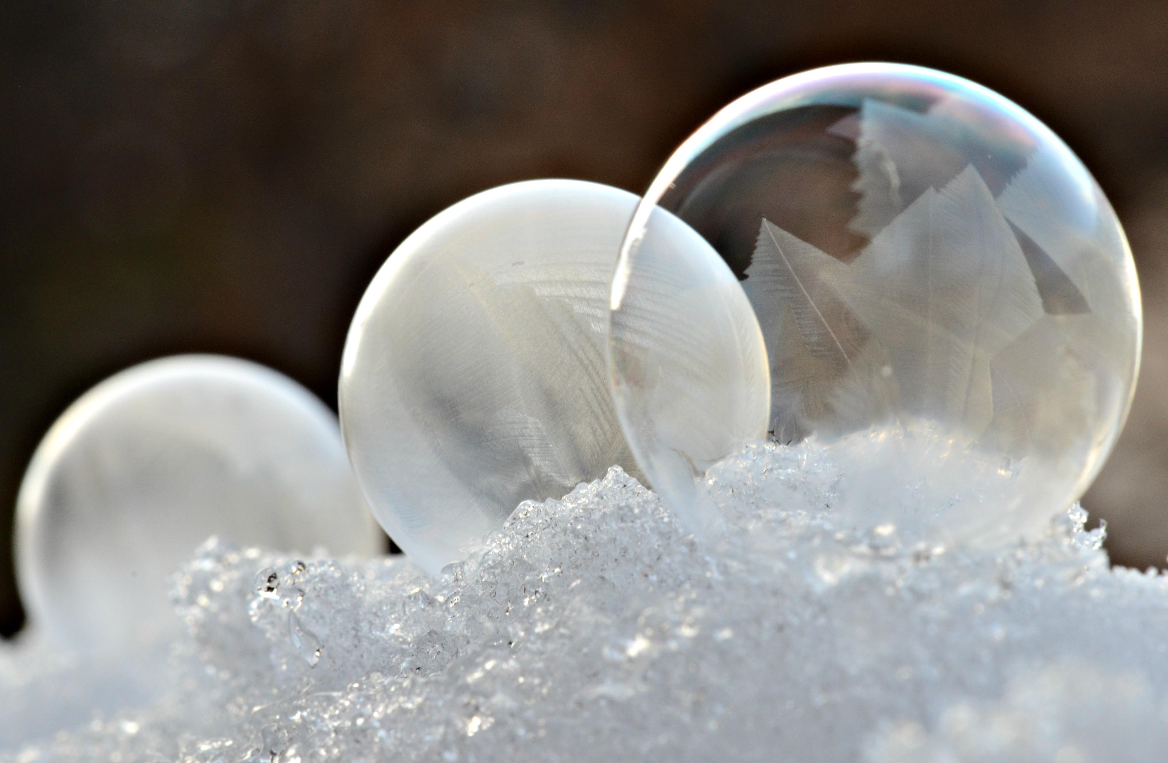 M0071 Drei Frostseifenblasen