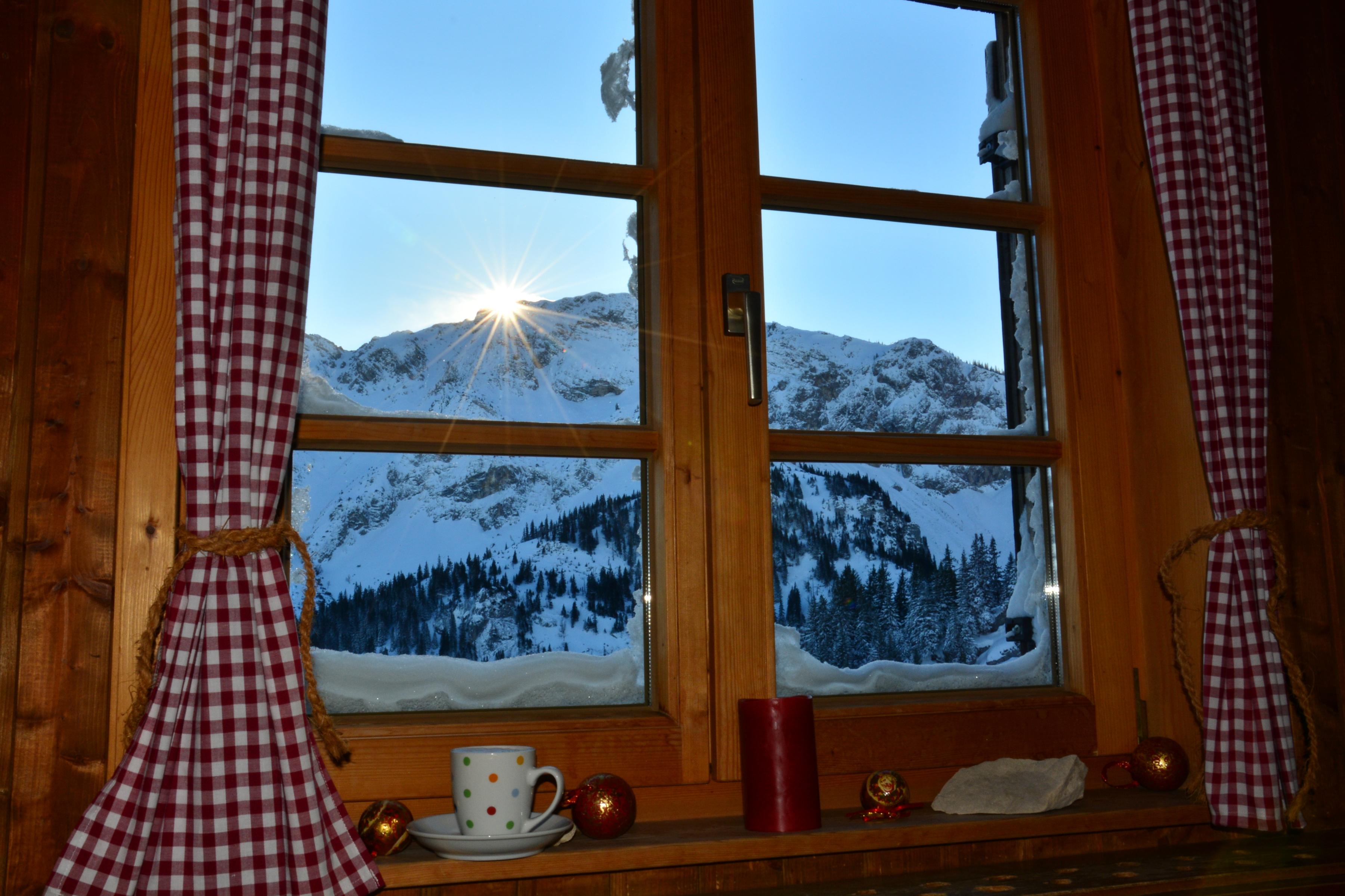 W0357_Winterfenster_Hochalmhütte_Breitenberg.jpg