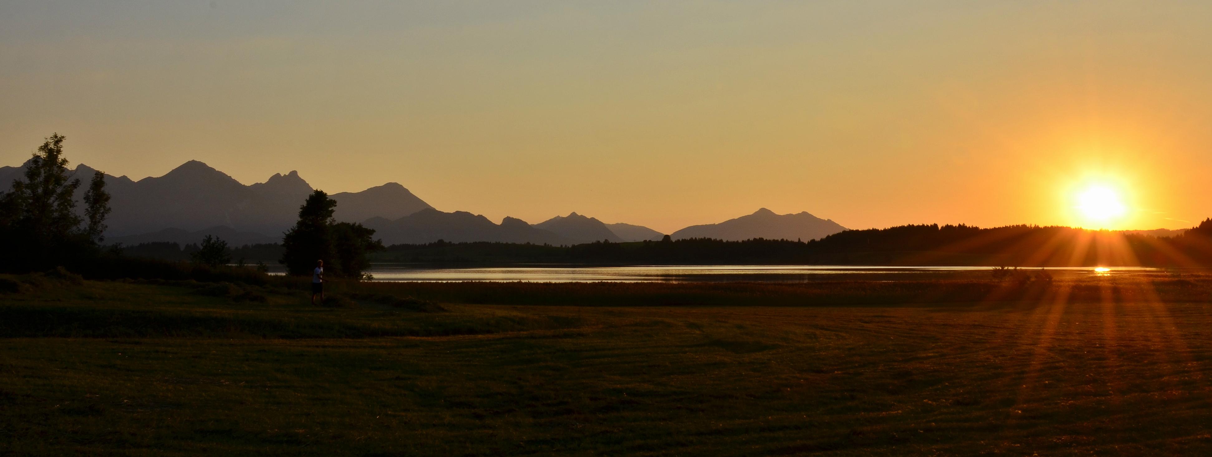 G0194 Sonnenuntergang am Bannwaldsee Buching.jpg