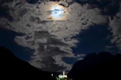 B0081 Schloss Neuschwanstein Vollmond mit Wolken.jpg