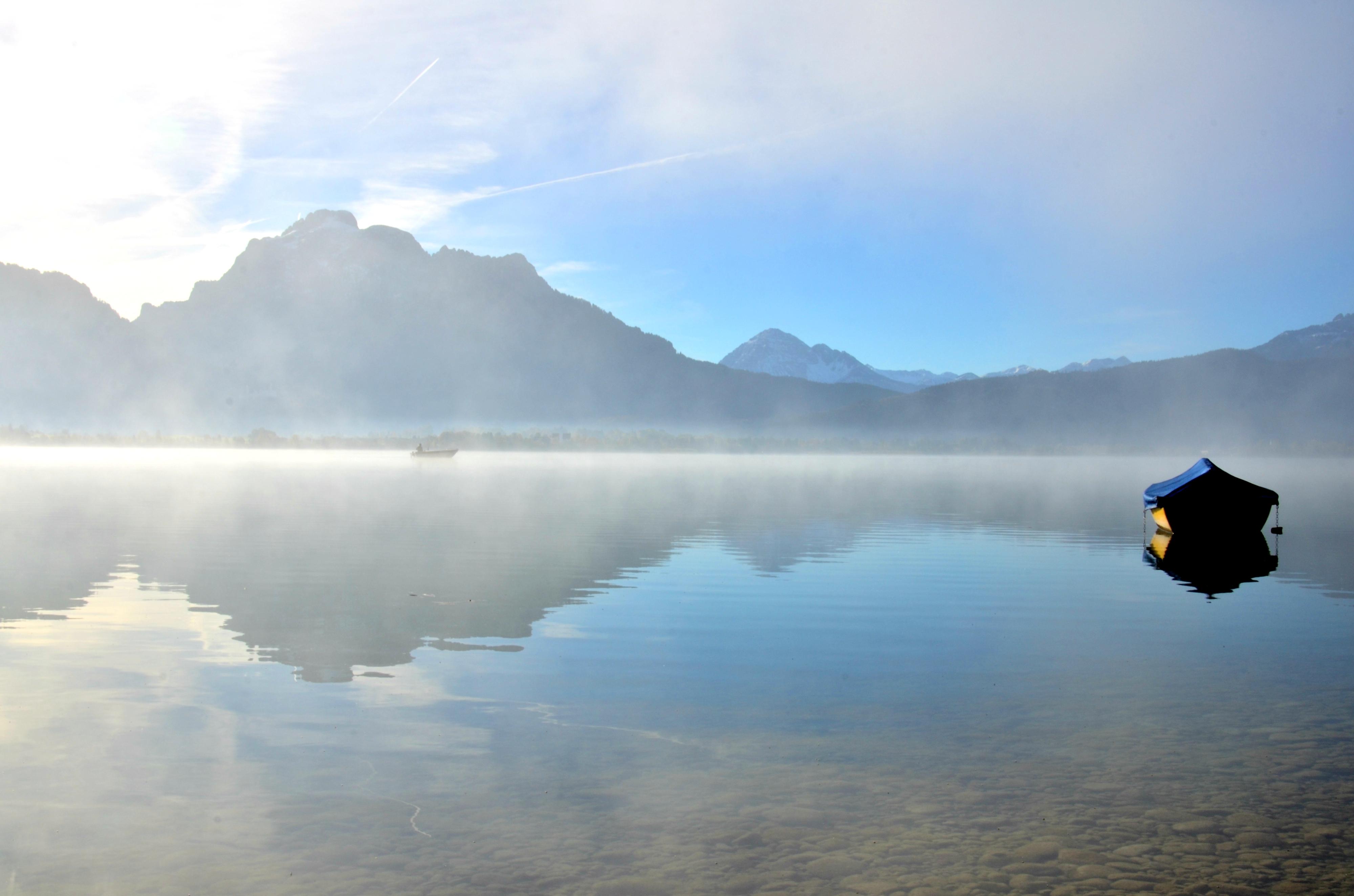 G0219 Nebelmorgen Boot auf dem Forggensee.jpg