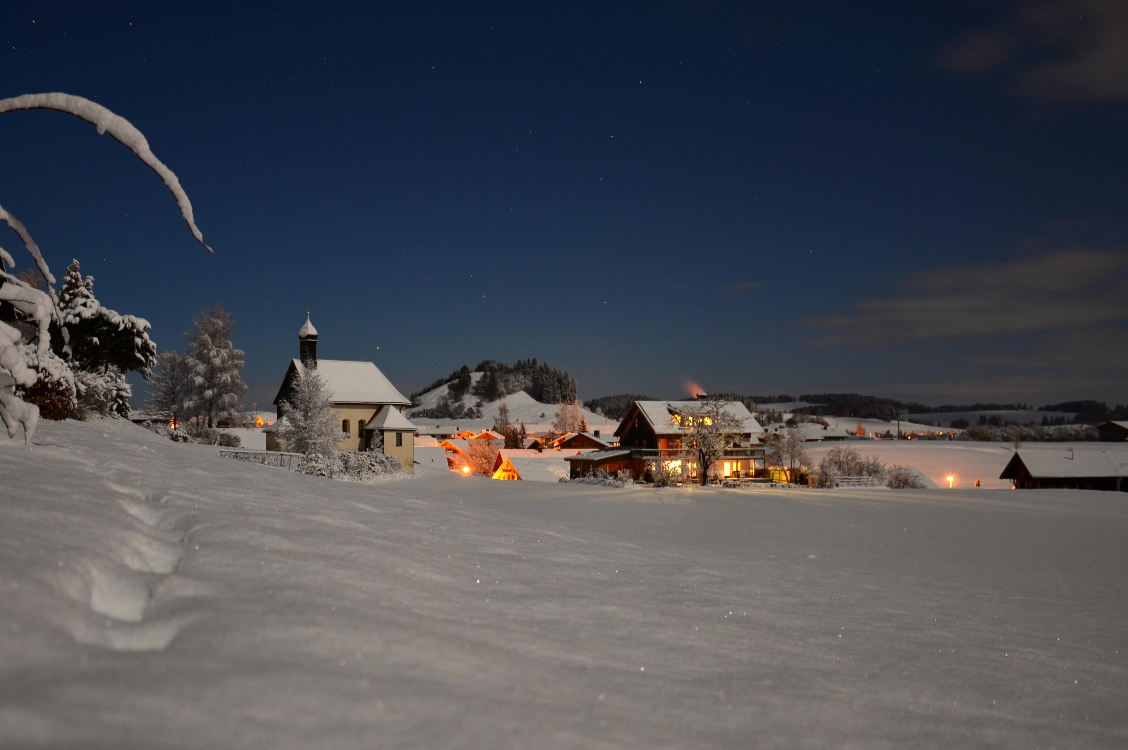 W0204_Winternacht_an_der_Kapelle_Pfronten-Röfleuten