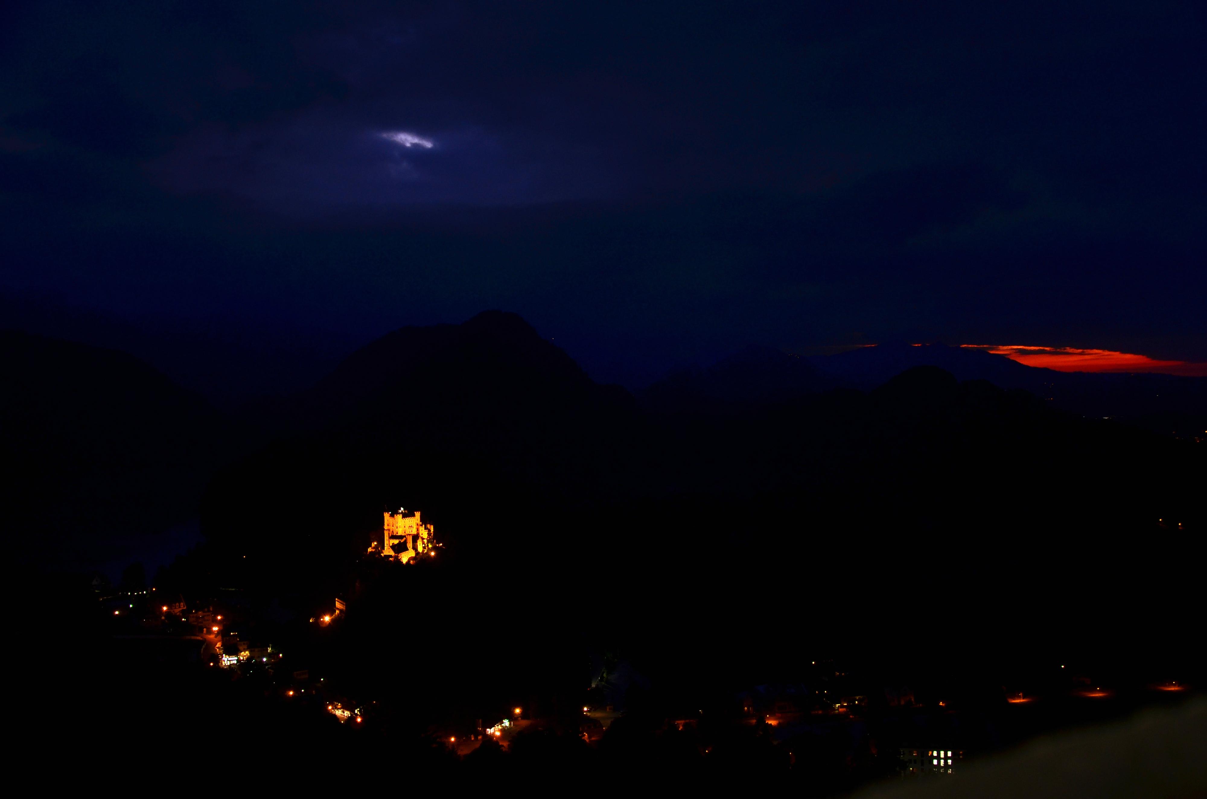 B0078 Schloss Neuschwanstein Nacht Blick auf Hohenschwangau.jpg