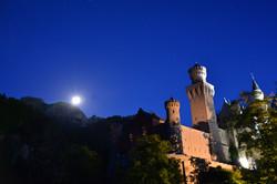 B0097_Mondaufgang_über_Schloss_Neuschwanstein.jpg