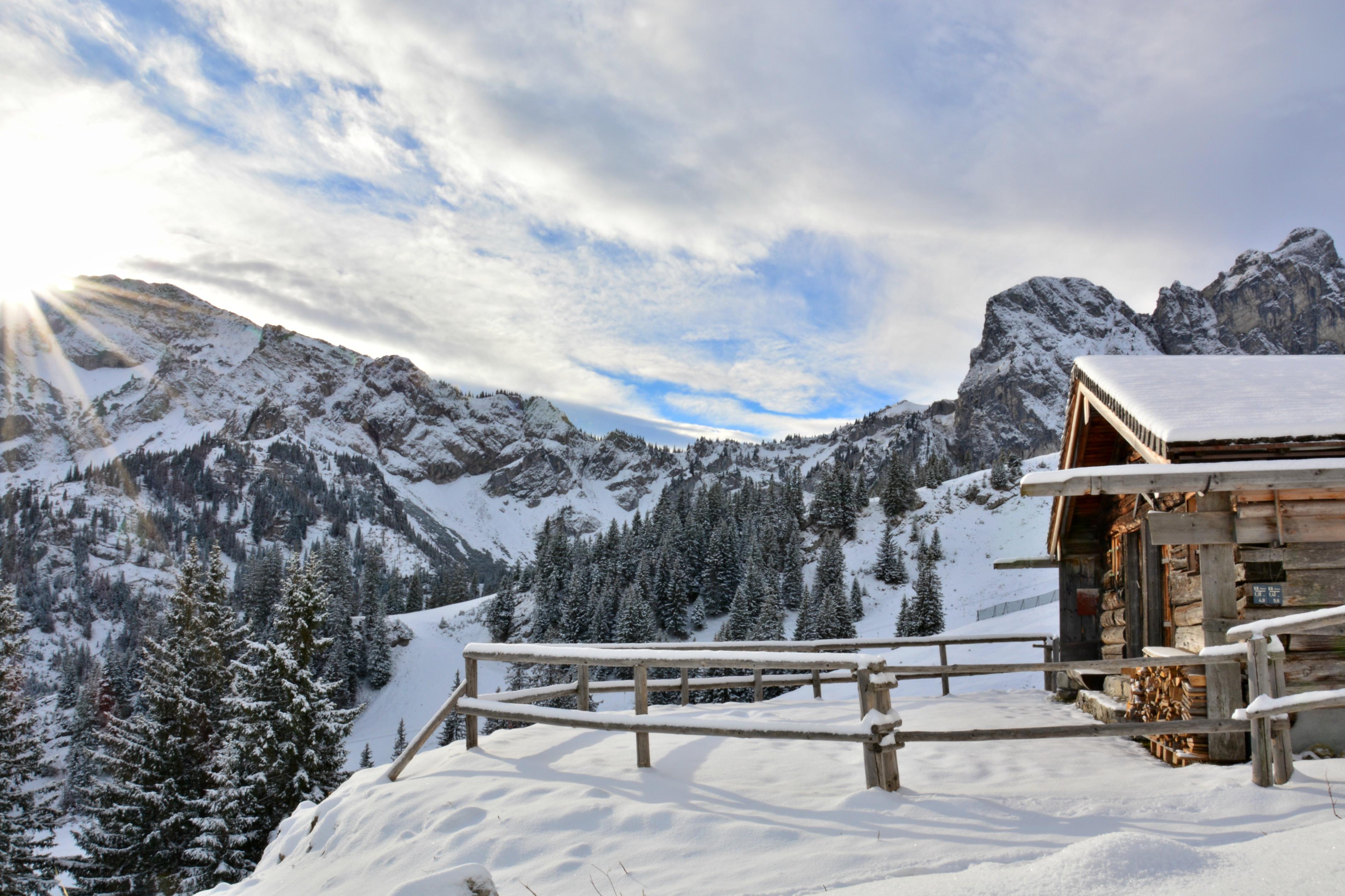W0229_Bergwachthütte_auf_dem_Breitenberg_in_der_Morgensonne.jpg