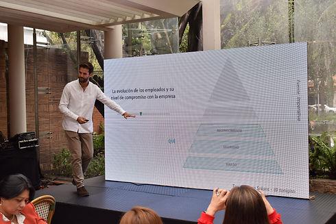 Conferencia Colombia - Piramide 2.jpg