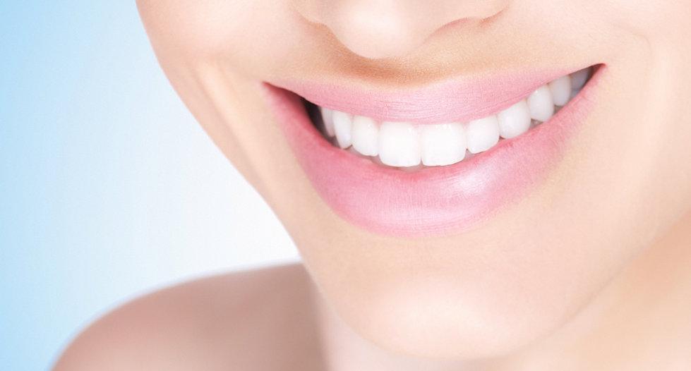 Weiblich weiß äpfel Lächeln
