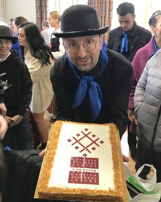 Pārsteiguma dāvana - Torte ar Latviešu Kultūras centra logo. 04/05/2019.