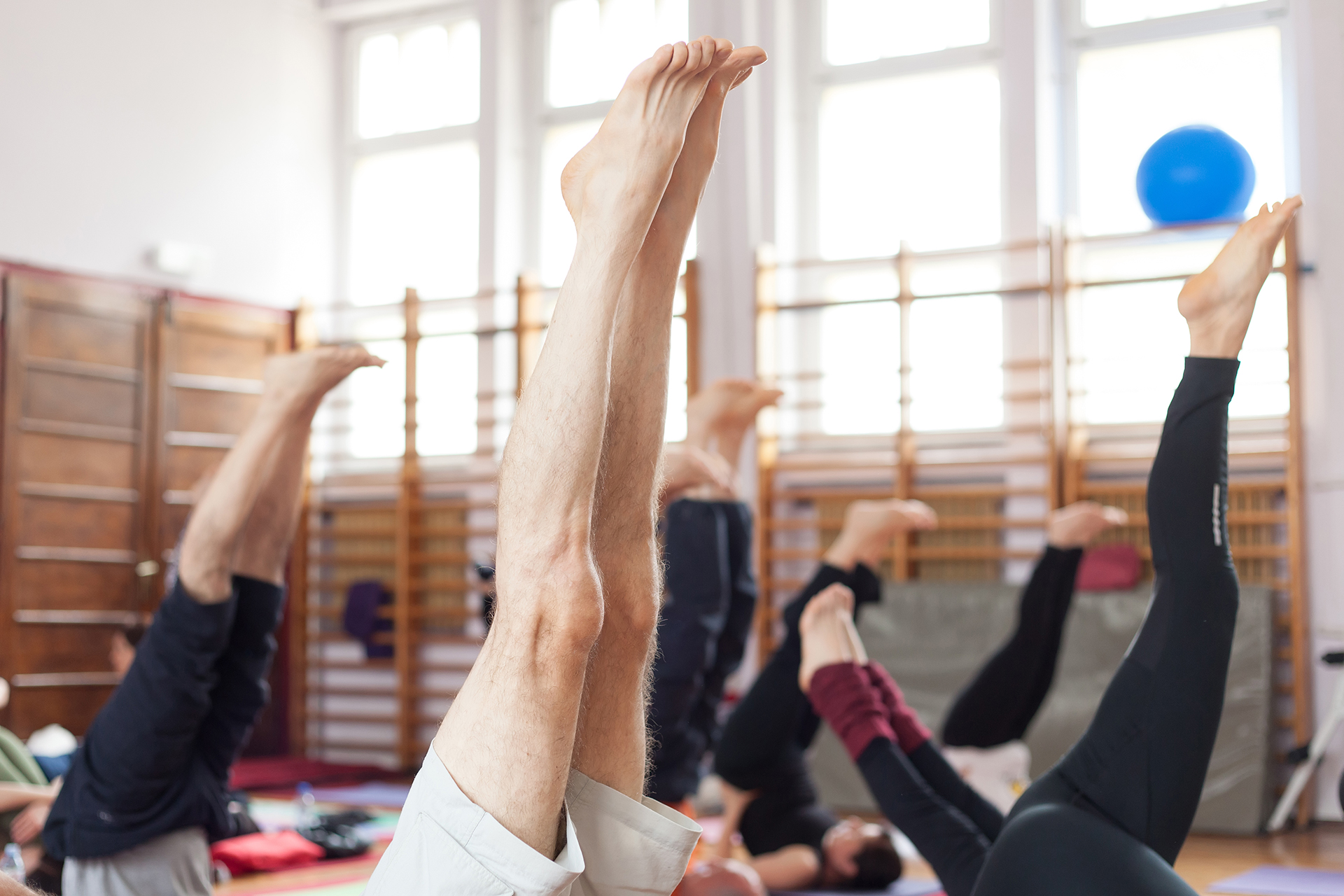 Schulterstand in Yoga-Kurs