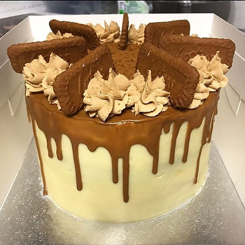 Here it is - the #lotusbiscoff cake! Wit
