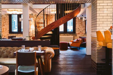 Lotti's  Bar & Restaurant