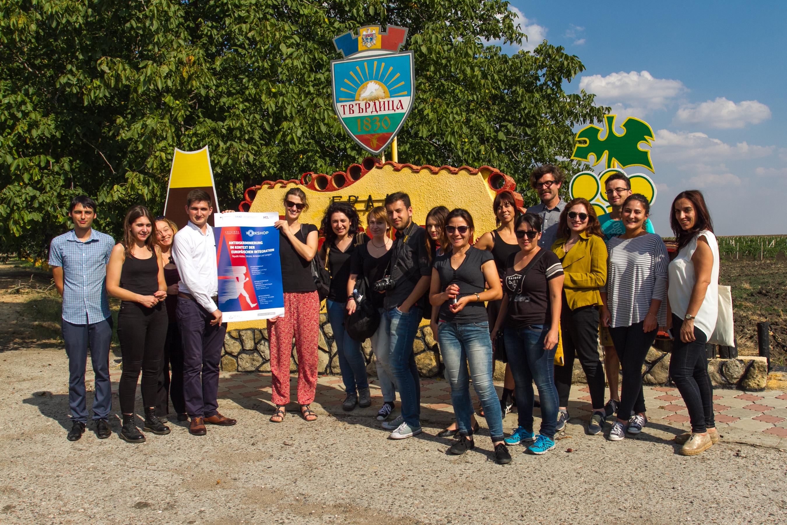 Foto TeilnehmerAntidiskriminierung-im Dorf Tvardita