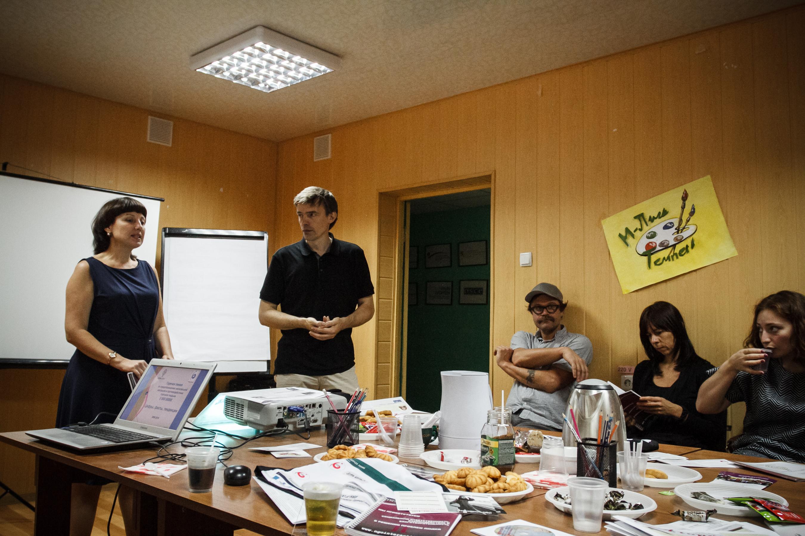 Foto_2016-Gespräch_mit_Vertreter_der_NGO_Interaction_in_Tiraspol