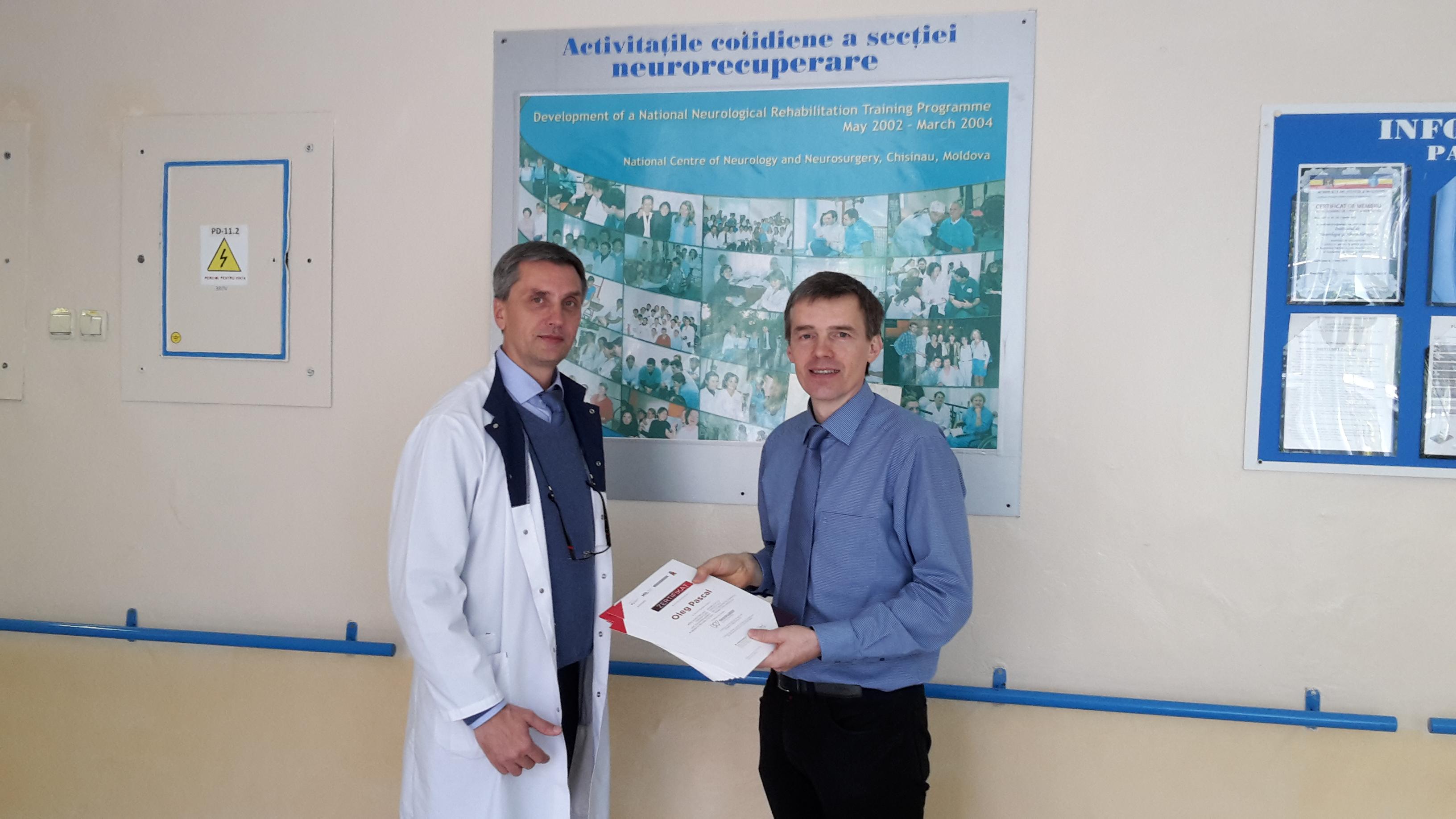 In_der_REHA_Klinik_ÜbergabeTeilnahmezertifikate
