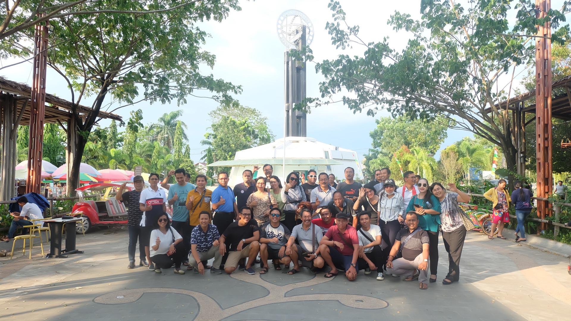 Group Bali in Khatulistiwa Statue