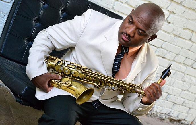 Saxophonist%20Dwan%20Bosman_edited.jpg