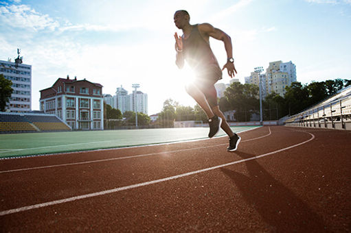 Picture of a sprinter doing HIIT traning.