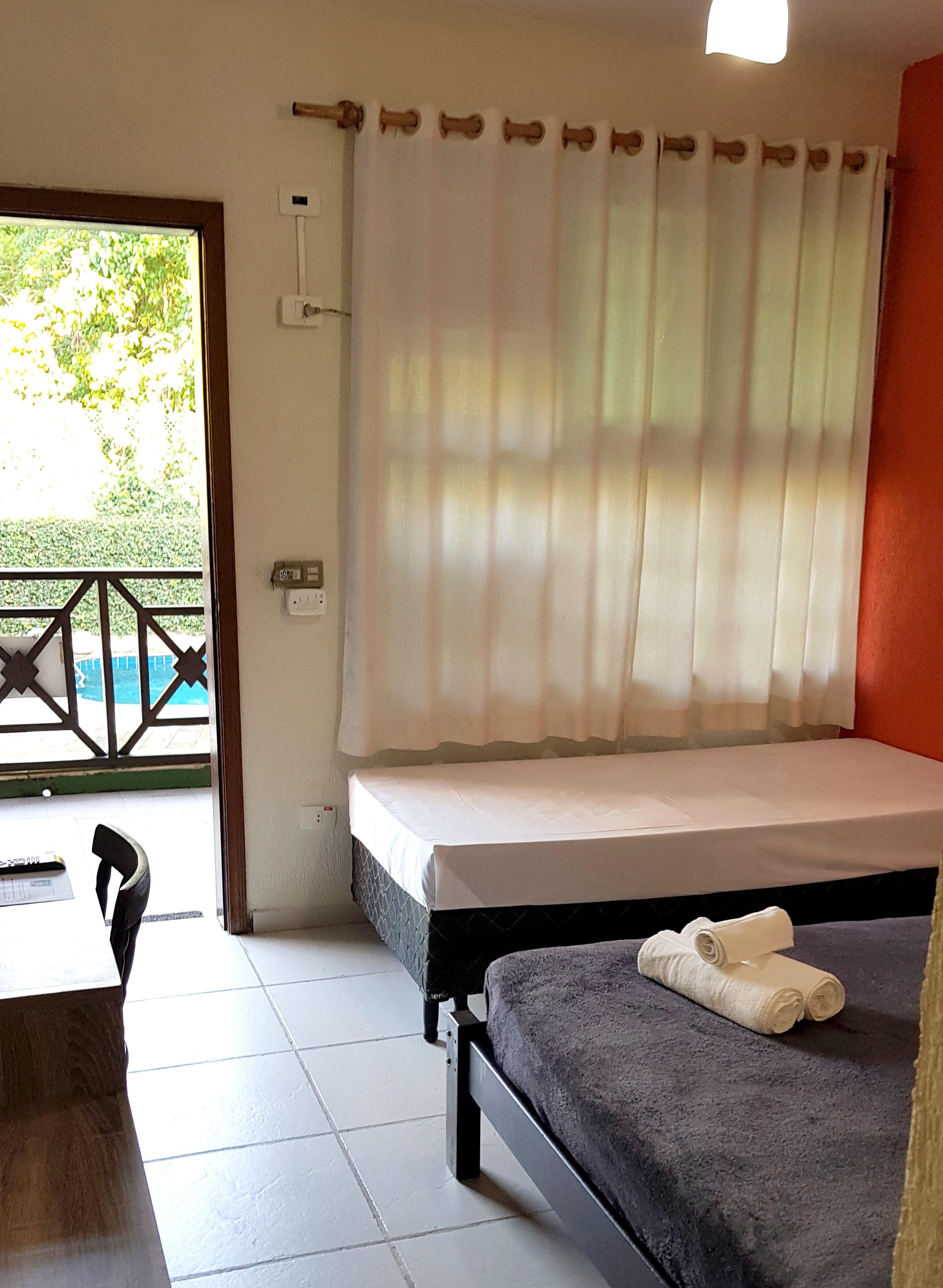 suite frente piscina