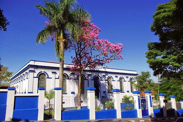 """Grupo Escolar Simão da Silva;. Em 1907 foi sua inauguração oficial do prédio. Em 11 de Outubro de 1908, numa homenagem ao fundador da cidade, recebeu este Grupo Escolar a denominação de """"SIMÃO DA SILVA"""".  Foto de: acervo Simão da Silva no Facebook."""