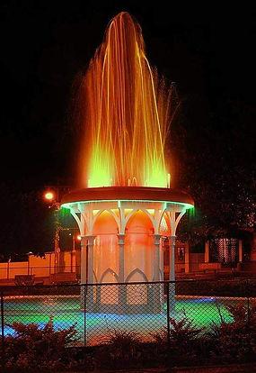 Fonte da Praça da República - Inauguração no ano de 1950.  Foto página São Simão noFacebook.
