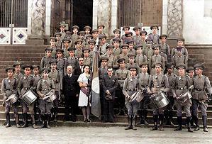 Batalhão do exército de São Simão - Escadaria da Igreja Matriz.  Acervo - Carlos Henrique Burim