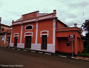 THEATRO CARLOS GOMES - em São Simão, o prédio que retrata bem as raízes de São Simão, foi construído no ano de 1896 com influência da família alemã Grassmann, que foi grande promotora da vida cultural do município.  Foto de Ramon Monteiro - Ano 2020.