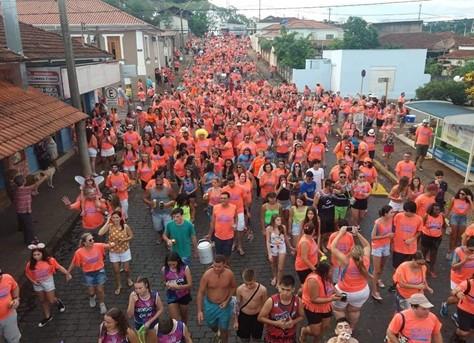 Carnaval de Rua – desfile de blocos e re