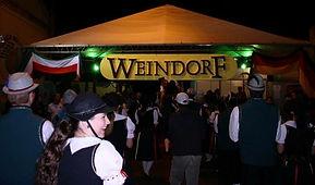 Weindorf - Festa Do Vinho - Era realizada na primeira quinzena do mês de julho, na Avenida Simão da Silva, em frente ao terminal rodoviário, no centro da cidade.  Foto acervo Renata e Alexandre Robazzi.